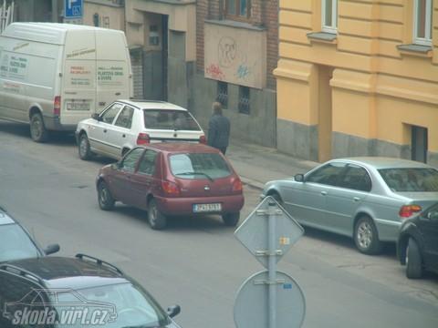 Jak parkuje blbec... - obrázek od Luky. vložen 21.05.2010 13:22:37
