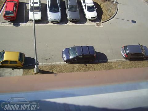Jak parkuje blbec... - obrázek od david 136 - zrušená registrace vložen 07.03.2011 12:31:25