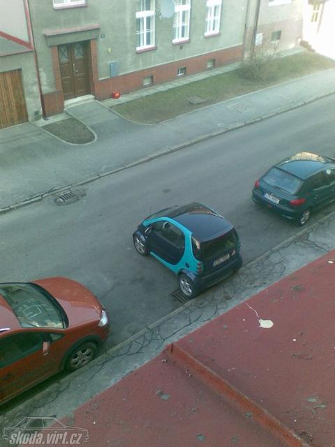 Jak parkuje blbec... - obrázek od mafes vložen 04.04.2011 17:39:22