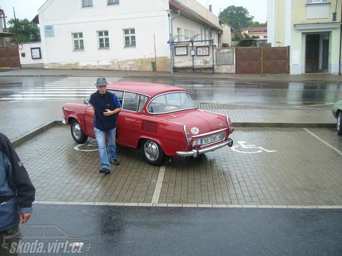Jak parkuje blbec... - obrázek od Enggik vložen 05.08.2011 21:24:51