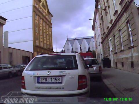 Jak parkuje blbec... - obrázek od Nwkt vložen 19.08.2011 14:47:58