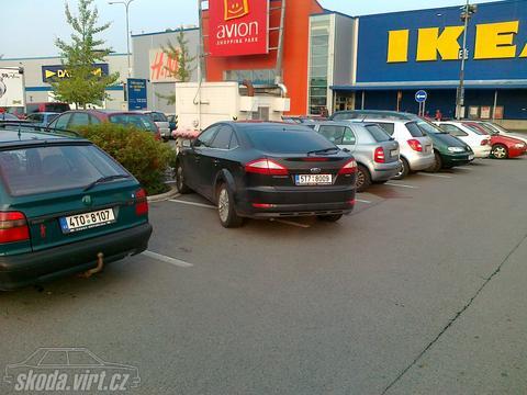 Jak parkuje blbec... - obrázek od john simple vložen 22.09.2011 06:56:18